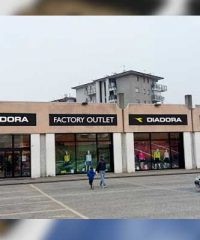 Spaccio Invicta Diadora Factory Outlet